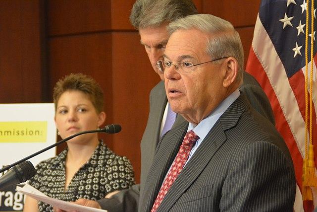 Senador Bob Menéndez dirigirá legislación de inmigración Biden-Harris