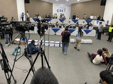 Candidato presidencial indígena insiste en fraude electoral durante primera vuelta en Ecuador