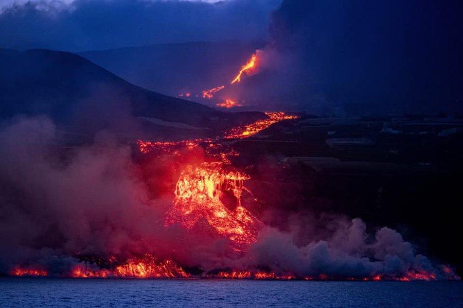 Ordenan más evacuaciones debido a la colada de lava en La Palma